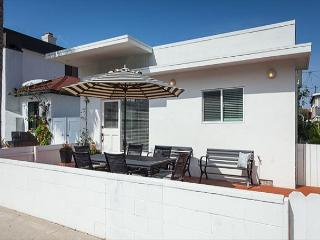 Gorgeous Newly Redone 2 Bedroom 2 Bath Classic Beach Cottage - Newport Beach vacation rentals