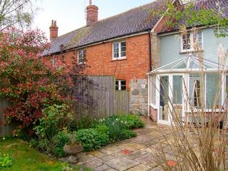COURTYARD COTTAGE, semi-detached, brink and stone cottage, Jacuzzi bath, woodburner, in pretty location, in Hindon, Ref 12479 - Hindon vacation rentals
