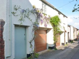 PENNYCOTT, pet-friendly, two sitting rooms, garage parking, enclosed garden, in Minehead, Ref 29085 - Somerset vacation rentals