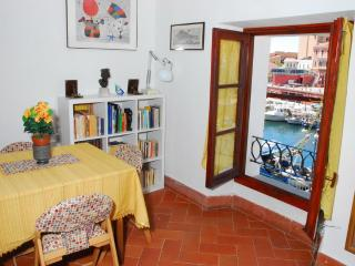 Elegant on the sea in la Maddalena center. - La Maddalena vacation rentals