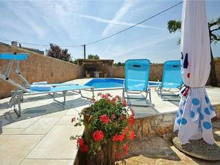 Newly renovated apartment for 6 persons, with swimming pool , in Porec - Tar vacation rentals