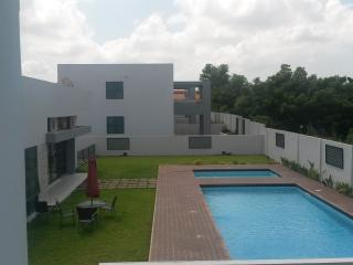 3 Bedroom Townhouse with sauna, pool and gym - Accra vacation rentals