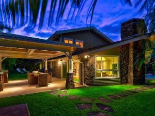 Maluhia villa offers lagoon shaped pool with waterfall & Hot tub, short walk to beach - Kailua vacation rentals