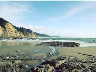 Charming Getaway by the Bay - North Bend vacation rentals