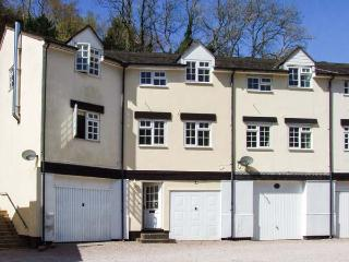 9 WYE RAPIDS COTTAGES, mid-terrace, over three floors, parking, garden, in Symonds Yat, Ref 912225 - Herefordshire vacation rentals