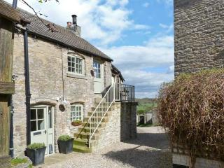 IN AND OUT COTTAGE, romantic, character holiday cottage, with open fire in Middleham, Ref 1581 - Middleham vacation rentals