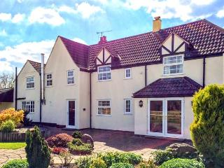 INGLESIDE, family friendly, character holiday cottage, with a garden in Adsett, Westbury On Severn, Ref 4310 - Westbury on Severn vacation rentals