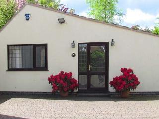 MILLERS RETREAT, pet friendly, country holiday cottage, with a garden in Bolsover, Ref 5613 - Bolsover vacation rentals