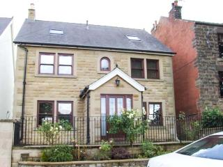 STANLEY HOUSE, stylish house with country views, en-suite, garden, Matlock Ref 17875 - Bakewell vacation rentals