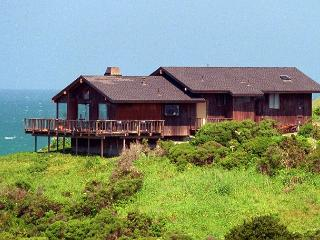 Lovely home- perfect proximity to beach, nice kitchen, large deck, hot tub - Manchester vacation rentals
