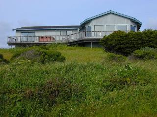 Stunning house, amazing views- wood fireplace, hot tub, wrap around deck - Manchester vacation rentals