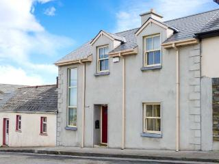 ROSEVILLE, woodburner, wet room, open plan living area, close to amenities, terraced cottage in Glin, Ref. 30786 - County Limerick vacation rentals