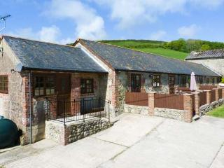 PARLOUR COTTAGE, ground floor, two bathrooms, enclosed patio in Gatcombe Ref 903663 - Isle of Wight vacation rentals