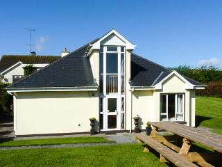 THE FOLLY, modern, single-storey cottage, four bedrooms with en-suites, multi-fuel stove, in Kilkenny, Ref 904655 - County Kilkenny vacation rentals