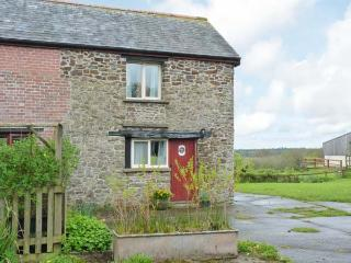 OTTER COTTAGE, stone cottage on attractive farm, wildlife ponds, stunning walks, Winkleigh Ref 905862 - Winkleigh vacation rentals