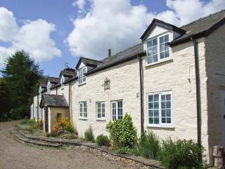 PENRHEOL, detached cottage with stunning views, open fire, en-suite, WiFi, Hay-on-Wye Ref 912921 - Hay-on-Wye vacation rentals