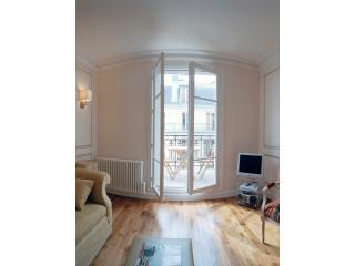 Living Room View One - Sacre Coeur Chic Two bedroom, with Balcony - 18th Arrondissement Butte-Montmartre - rentals