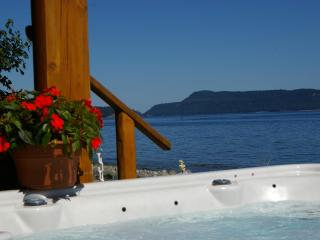 Deluxe Beach Log Home kayaks incl clams/oysters - Qualicum Beach vacation rentals