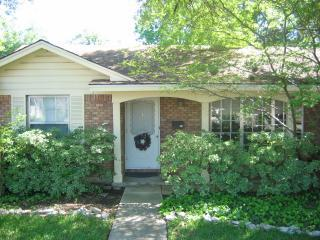 Front of House - Charming Family-Friendly Home - Kids Welcome! - San Antonio - rentals
