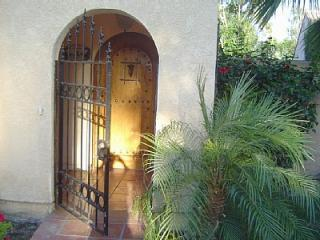 entry to private courtyard and pool - Palm Springs / Palm Desert Paradise - Palm Springs - rentals