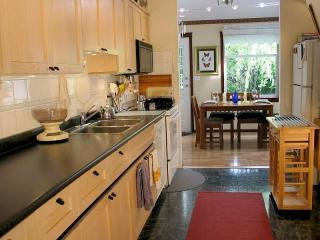 Kitchen - Woodland House -The 3BR House - Vancouver - rentals
