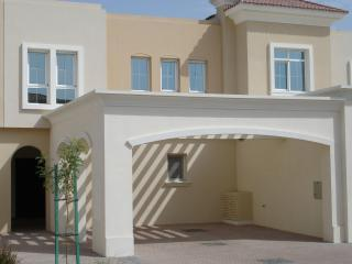 Villa with shaded parking for two cars - Villa Gazelle - Dubai. Luxury Dubai Villa Rental. - Dubai - rentals
