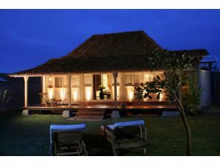 Villahanis by night - Villahanis, Real Java in Privacy & Luxury - Yogyakarta Sleman - rentals