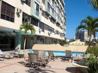 Building & Outdoor pool - San Juan, Puerto Rico Condo on the Beautiful Isla verde Beach - San Juan - rentals