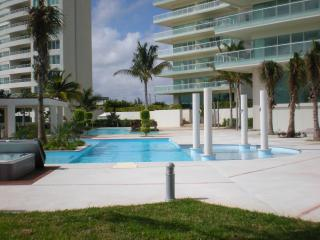 Golf Course - Ocean - and City Views! - Cancun vacation rentals