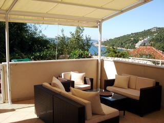 Lounge terrace with beautiful views overlooking Lapad bay - Beautiful two bedroom with terrace & sea views - Dubrovnik - rentals