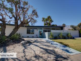 STYLISH MID-CENTURY OASIS IN CENTRAL PALM SPRINGS - Palm Springs vacation rentals