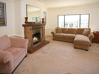 Great Livingroom to relax in! - 4 Bedroom Vacation Home - Wifi, near Park & Beach - San Francisco - rentals