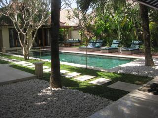 IMG_1614.JPG - 3 bedroom villa - walking distance Seminyak beach - Kuta - rentals