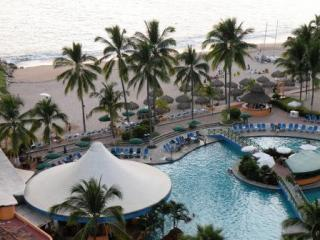 Pool view - Casa Juanita in Sea River Tower Oceanfront Resort - Puerto Vallarta - rentals