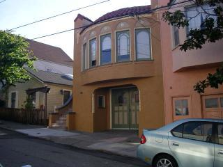 Exterior of house - Lovely quiet apartment in Bernal Heights - San Francisco - rentals