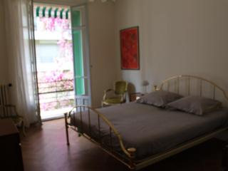 LARGE 2 BEDROOM APARTMENT IN HEART OF NICE - Nice vacation rentals