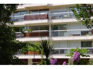 Set in leafy location with full width balcony - Quiet Parcs Location - NOT student accommodation! - La Rochelle - rentals