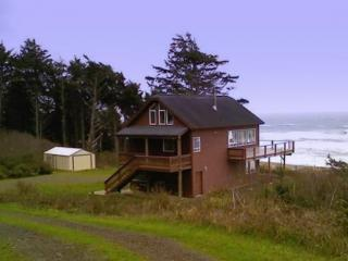 Oregon Bluff House Overlooking the Pacific Ocean - Gold Beach vacation rentals