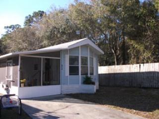 Sun-N-Fun Park Model with charm and privacy - Sarasota vacation rentals