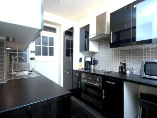 MARBLE ARCH ONE BEDROOM FLAT (Suits 2-4) - London vacation rentals