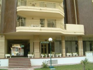 sunny 2 bedroom apartment 2 mins from beach,cafes - Fuengirola vacation rentals