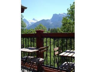 Sunny deck that overlooks creek with amazing mountain views - Amazing condo on quiet creek with mountain views - Canmore - rentals