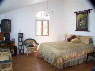 Nana's Nook ~ Sleeps 3 ~wifi, satellite and quiet - Grants Pass vacation rentals