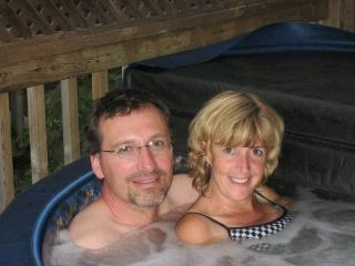 1 Bedroom Honeymoon Cottage, with personal Hot tub - Huntsville vacation rentals