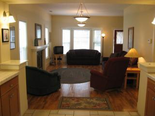 ABBOTT'S COTTAGES - RAVEN - Ashland vacation rentals