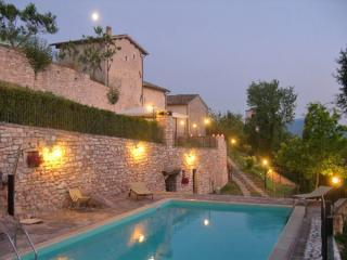 The house at dusk - RESIDENCE VALLEMELA - Perugia - rentals