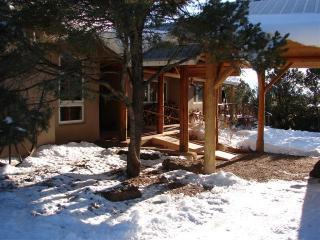 Covered Entryway - Hacienda Pinon - Taos - rentals
