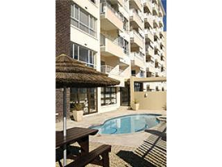 westridge building & pool - Accommodation Cape Town Mouille Point Holiday lets - Cape Town - rentals