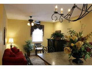 1 livingroom - Great Price! 2 BR/2 BA Carriage House with Garage - Savannah - rentals