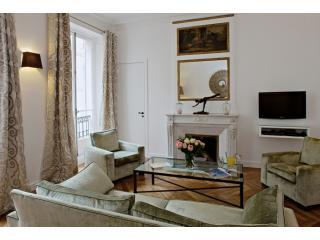 Living Room View One - Saint-Germain Luxury Two Bedroom - 6th Arrondissement Luxembourg - rentals